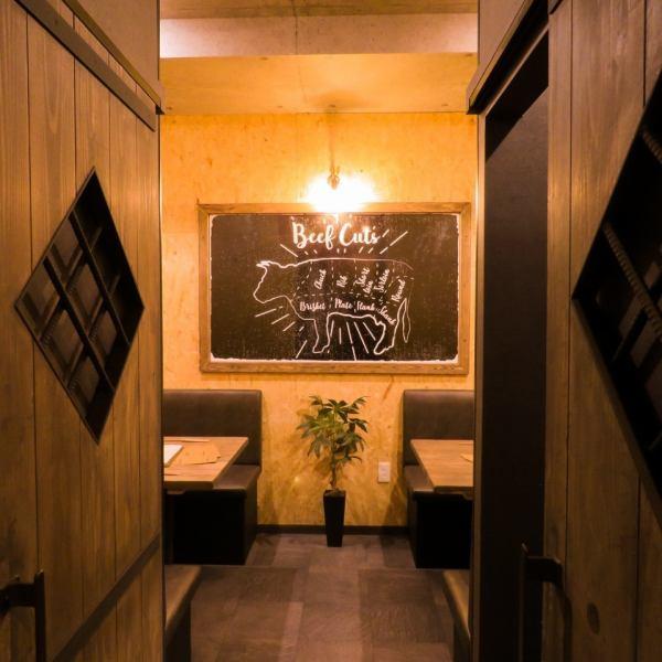 〔肉割烹バル NAMAIKI〕部屋ごとに異なる雰囲気の個室を多数ご用意しています。