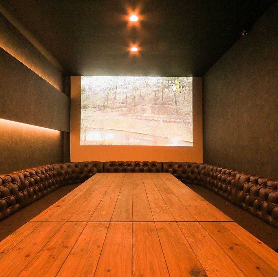 プロジェクターも完備した、VIPルームもご用意しております!誕生日のサプライズや、記念日に、、、広めのお席ですのでパーティ利用も◎です!!
