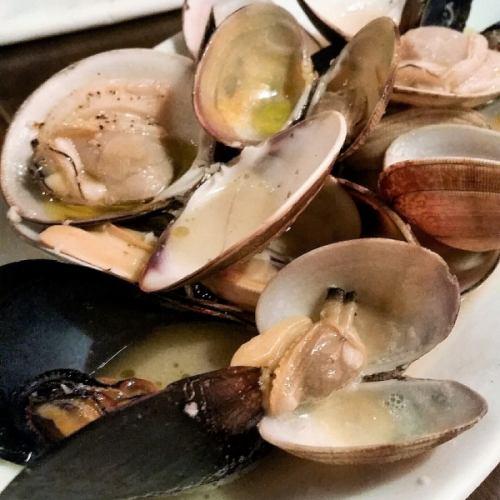 旬の貝類白ワイン蒸し~レモン風味、又は黒胡椒バター風味~
