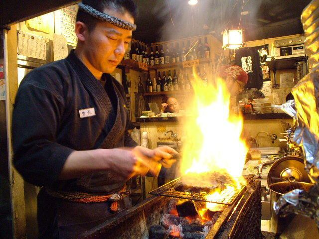 【Banquet ★ Moon - Three Houring Drinking and Attaching Course 3980 yen ~】 If you want me to eat in the most delicious state, the eyes of the general in front of the charcoal fire is serious.