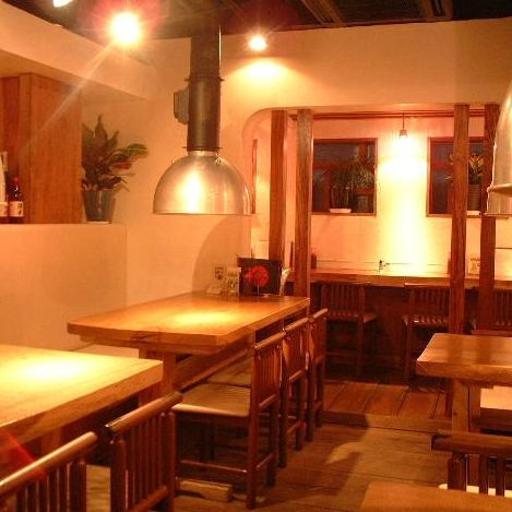 从Nishinakajima Minamikata站步行3分钟!韩国料理很酷!商店里面是一个平静的氛围感觉树的温暖。当然欢迎拥有大量人群的宴会以及日常使用!16人 - 包机也可以。90分钟的无限畅饮套餐3500日元〜课程也可提供。