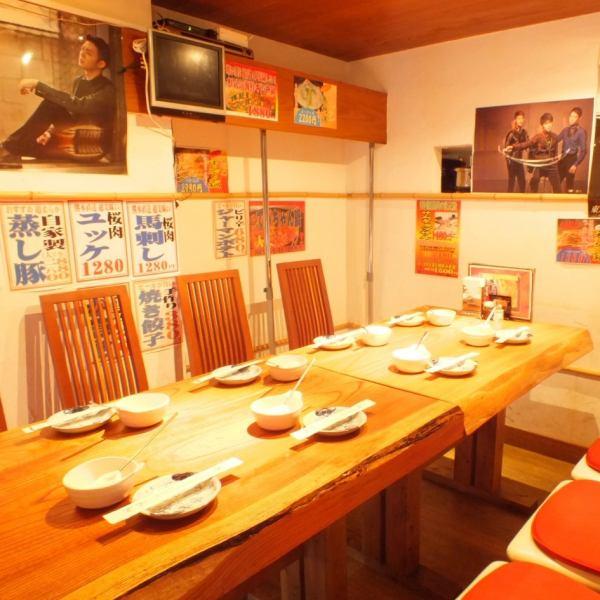 新しくなったテーブル席はスポーツ観戦もできます♪みんなでわいわい盛り上がるにはぴったり♪8名様までの女子会に大人気です♪カップルや夫婦にはカウンター席がおすすめ。モリモリ飲みたい!食べたい!の学生やサラリーマンにもおすすめの<まんてん>です。