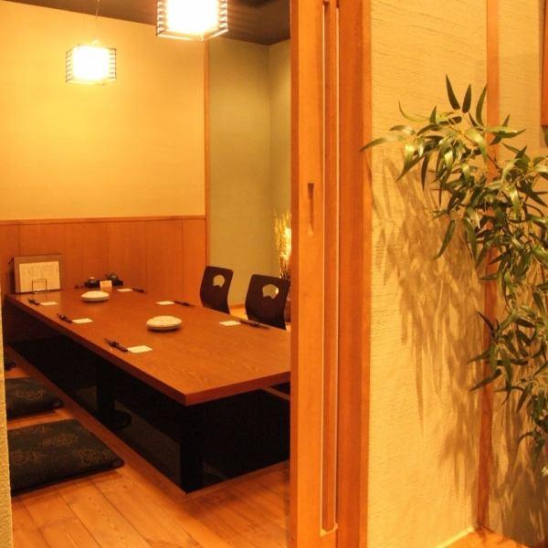 【放鬆的私人空間】我們在商店內設有桌椅和私人房間。適合2人入住,最多可容納30人。集團宴會和其他大型包機正在接受中。【生日櫻木町關內飲料全友暢飲私人房間週年紀念izakaya yakitori shabu-shabu date女兒派對女孩派對招待會】