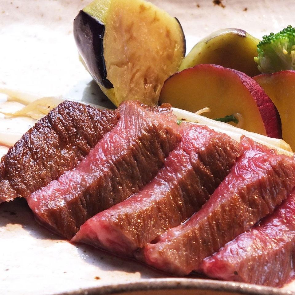 和牛ロース他、肉料理も充実したコース有。