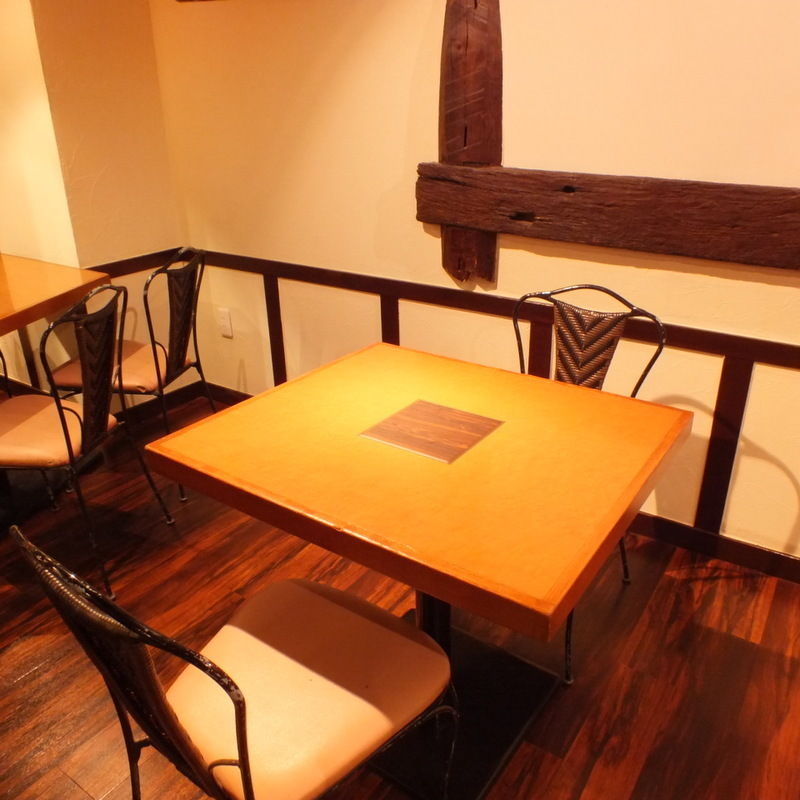 ■ 2 persons table