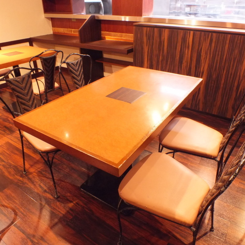 ■ 4 persons table