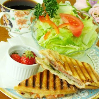 Panini sand - raw ham & mozzarella -
