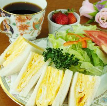 Fluffy omelet-style sandwich