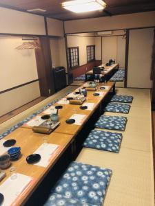 小値賀島+中通り島【2階:最大30名様】 お部屋を繋げる事で、大人数様の宴会も可能です。