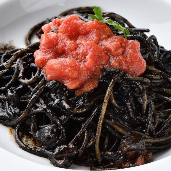 Spaghetti with squid ink