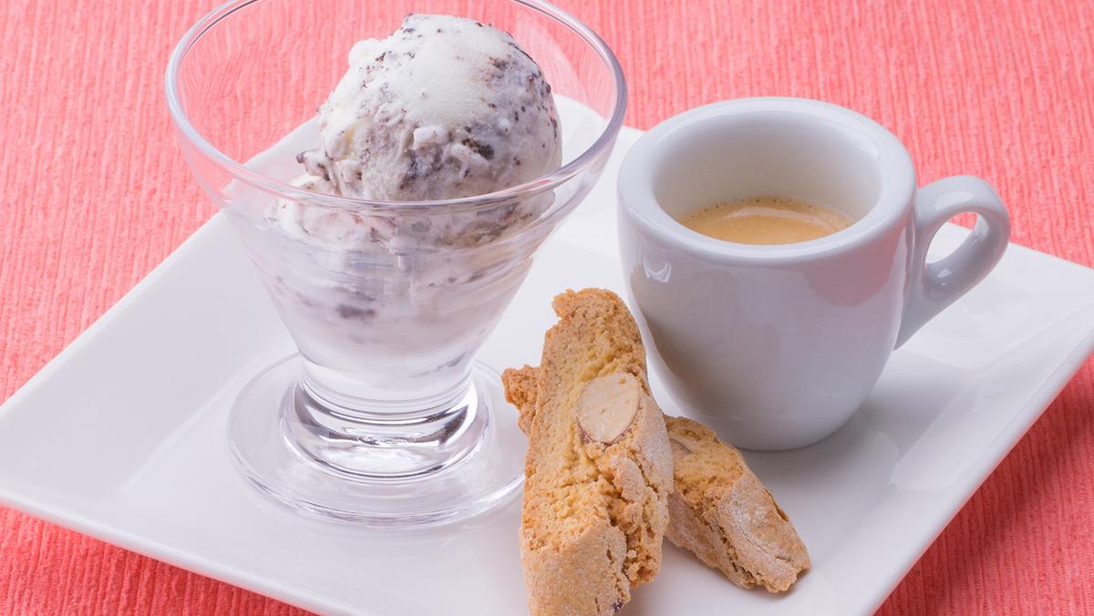 豆乳クラシックバニラのアッフォガートビスコッティを添えて焼き