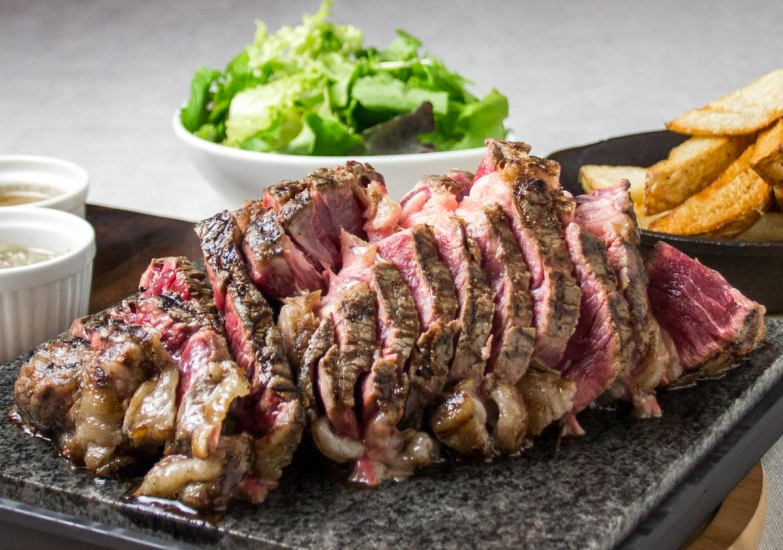 Approximately 1 kg of powerfulness! Meat meat at Sacre Fleur is over 300 g recommended.A steak to eat at a hot stone imported directly from France (Stec) has a sense of sizzle