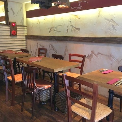 Table seat for 2 to 12 people.Perfect for dates and company return ☆