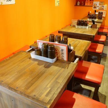 テーブル席完備!会社の同僚との食事や家族利用も大歓迎♪