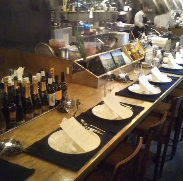 ゆっくりできるテーブル席は2名様~最大12名様でご利用いただけます!会社宴会や女子会、誕生日会などにもご利用いただけます♪