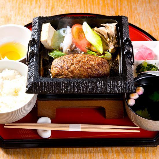 ランチメニューは1380円~♪すき焼き・丼・ハンバーグ等ご用意♪