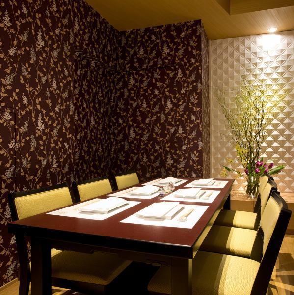 【7名~12名様の吟伊達哉の完全個室】企業様の接待、お子様連れのお客様、特別な美食会など様々な目的でご利用頂いております!個室には「曇りがらずタイプの扉」が付いており、音のコーディネートにも最適です。