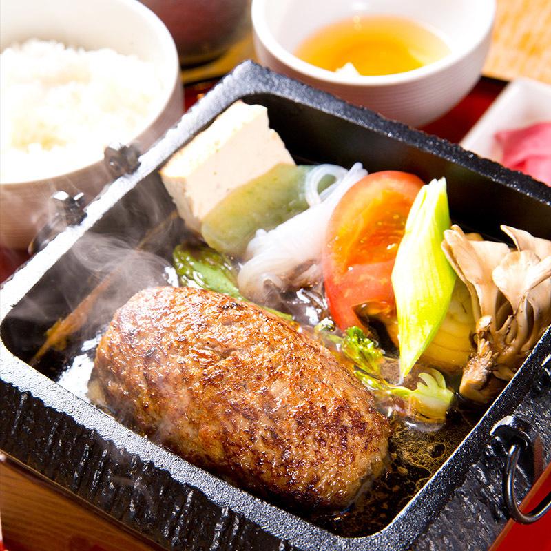 ランチ時間には、仙台牛の美味しさをストレートに味わえる究極の料理の数々
