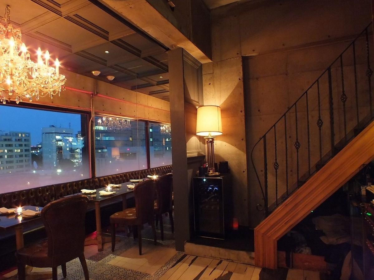 爬上商店的樓梯,並擴大對頂層酒吧休息室的期望