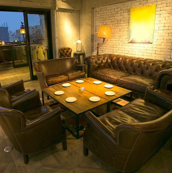 酒吧休息室,可俯瞰東京塔和惠比壽花園廣場的頂層。在老式沙發,!!而且約會的奢華空間,它也建議生日派對和宴會的公司等等也可以包租!