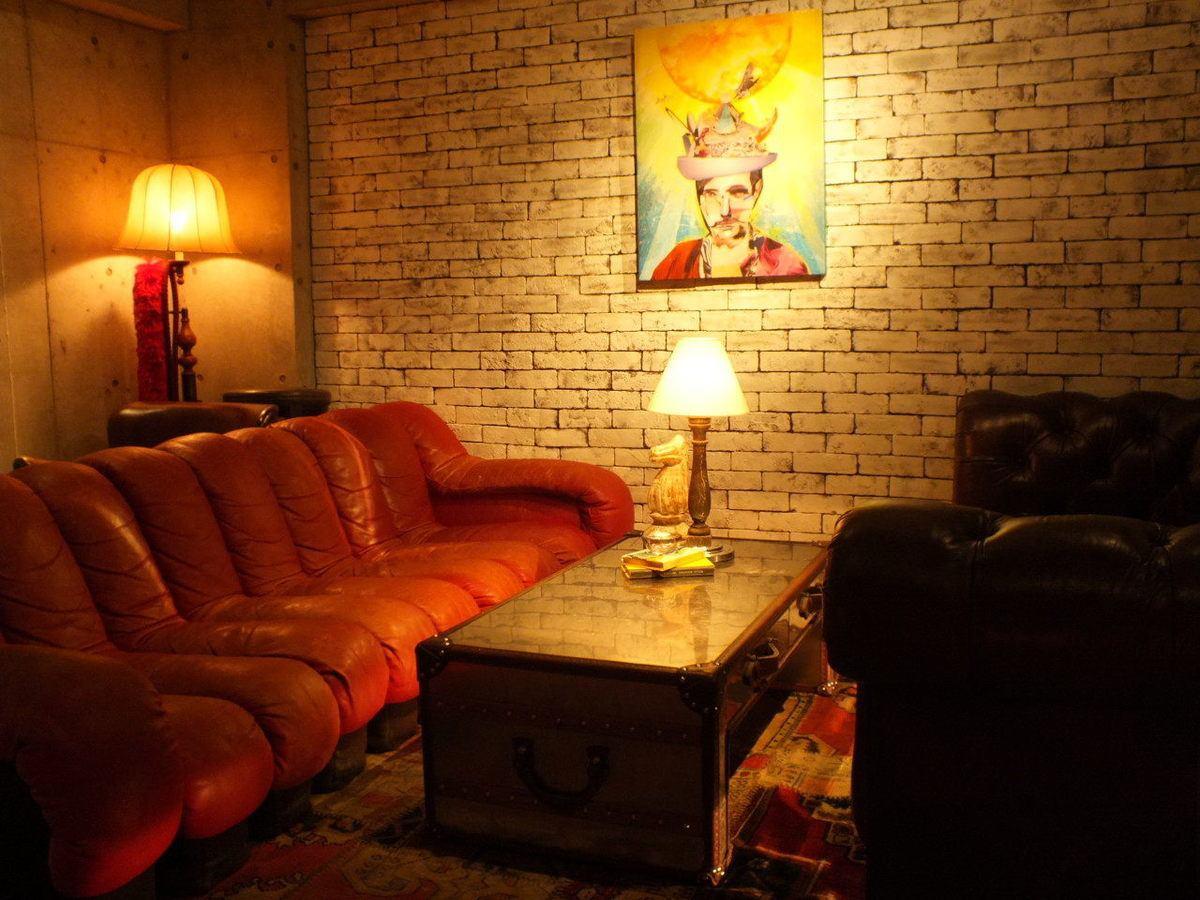 露台休息室讓人想起海外的惠比壽山上。請享受用一切手段的夜景。