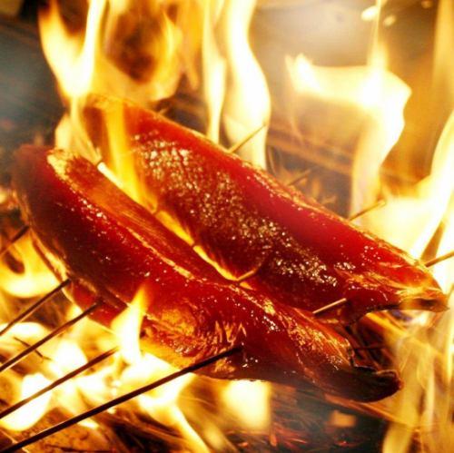 【藁焼き】枕崎産の新鮮なカツオを焼き上げました。