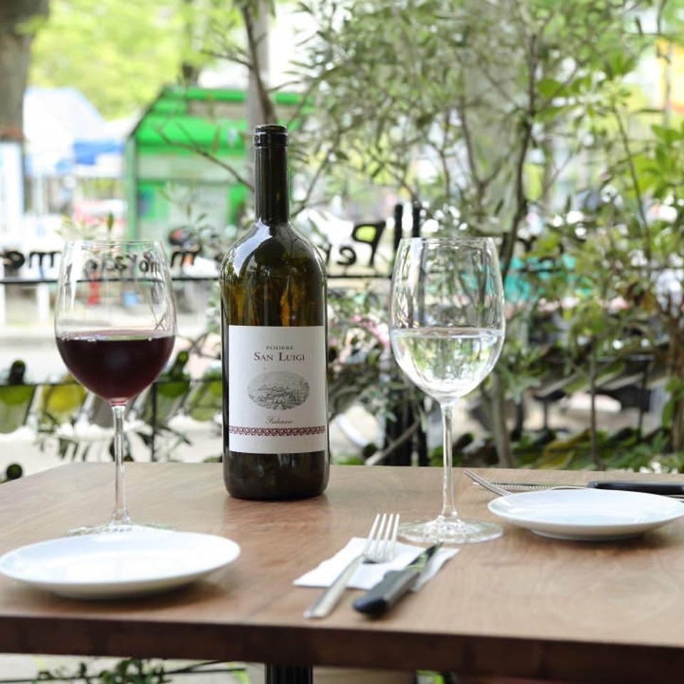 世界各国のワインが約100種類!