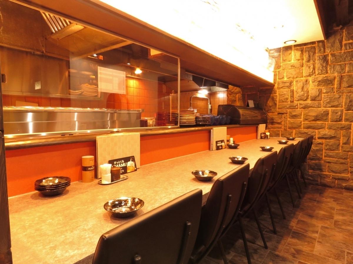 这是一个完美的柜台,为一个人喝清酒和清酒米饭!如果你想喝一会儿或想吃自制的饺子,请做