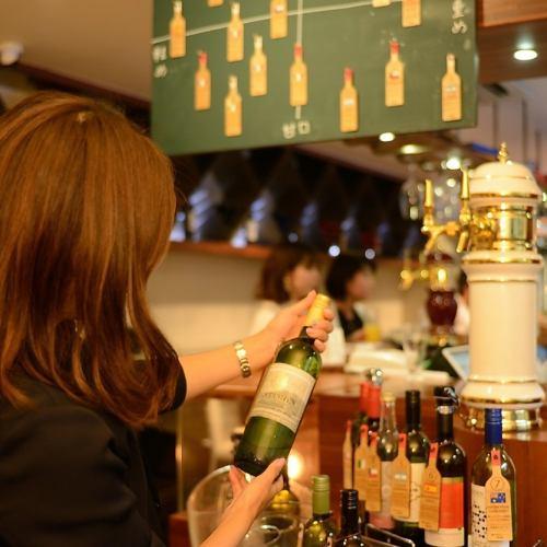 黒板に注目!ボトルワインのビュッフェが楽しい!