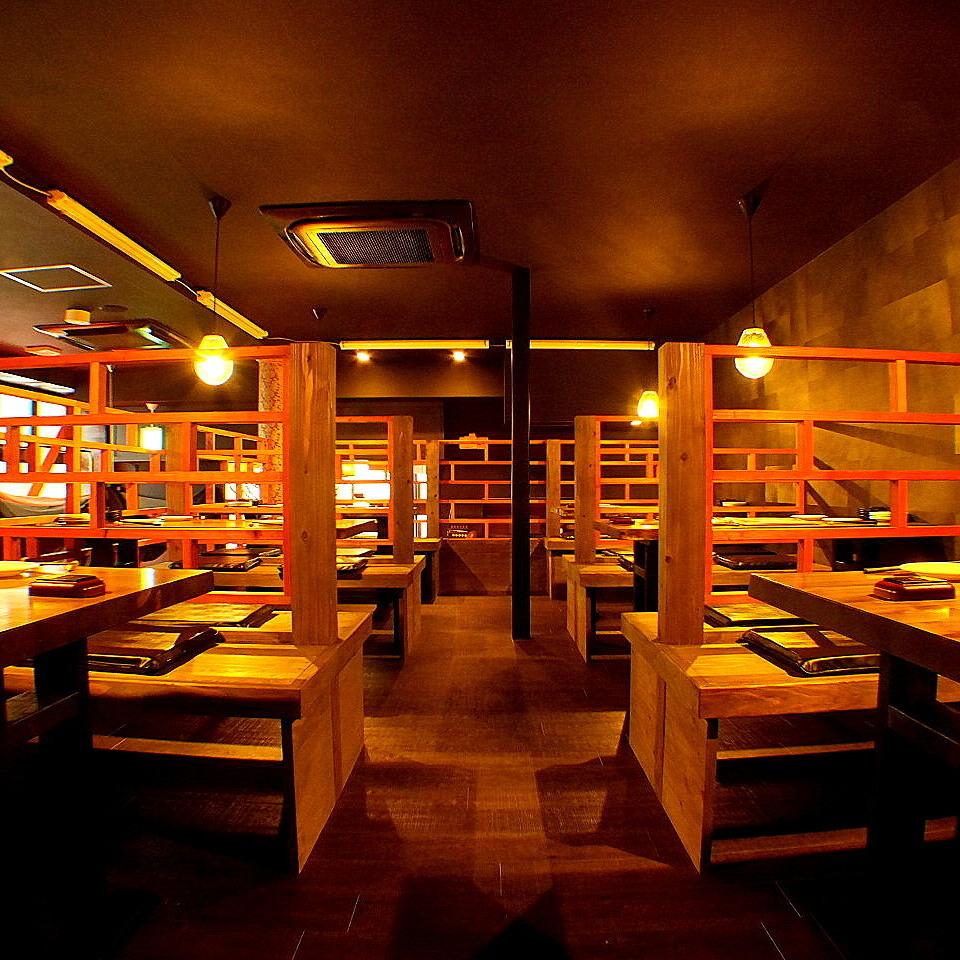 【テーブルソファ席】1Fの間接照明が照らすお洒落な空間のテーブルソファ席。女子会や誕生日記念日にオススメです★