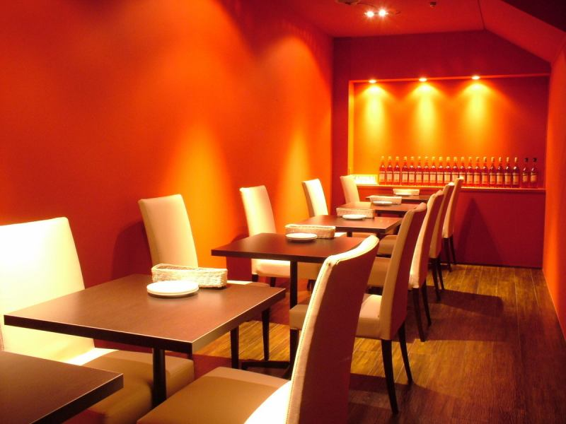 "Known as ""Campari room"" is bright red party room.Private room from 10 people up to a maximum of 16 persons."