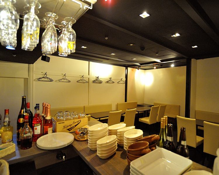 From party private room there ♪ 8 persons to allow seated banquet of up to 45 people.