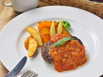 バジルのトマトソースハンバーグ