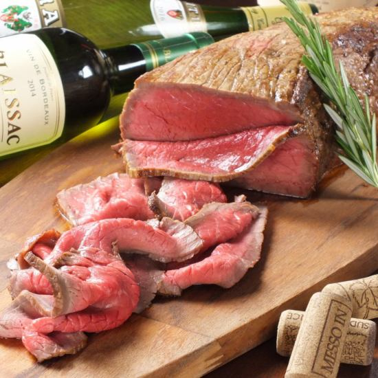 午餐是烤牛肉碗(\ 700〜),晚上都可以吃!(1小時\ 800〜)低溫煮熟的烤牛肉☆請多吃一次!