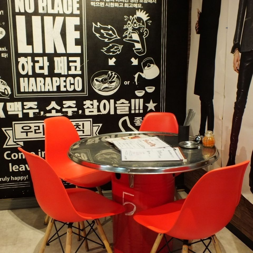 桌座可供2人使用。也能接受团体顾客的对应♪