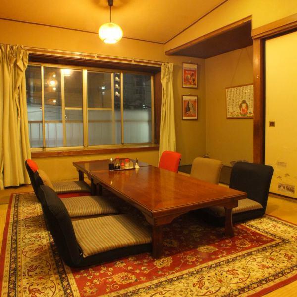 商店,照亮间接照明。可用,诸如最多12人的宴会,欢送Mukaekai在客厅到2F的<私>。不寻常的吃饭,你可以在肉串喝当然也可提供。