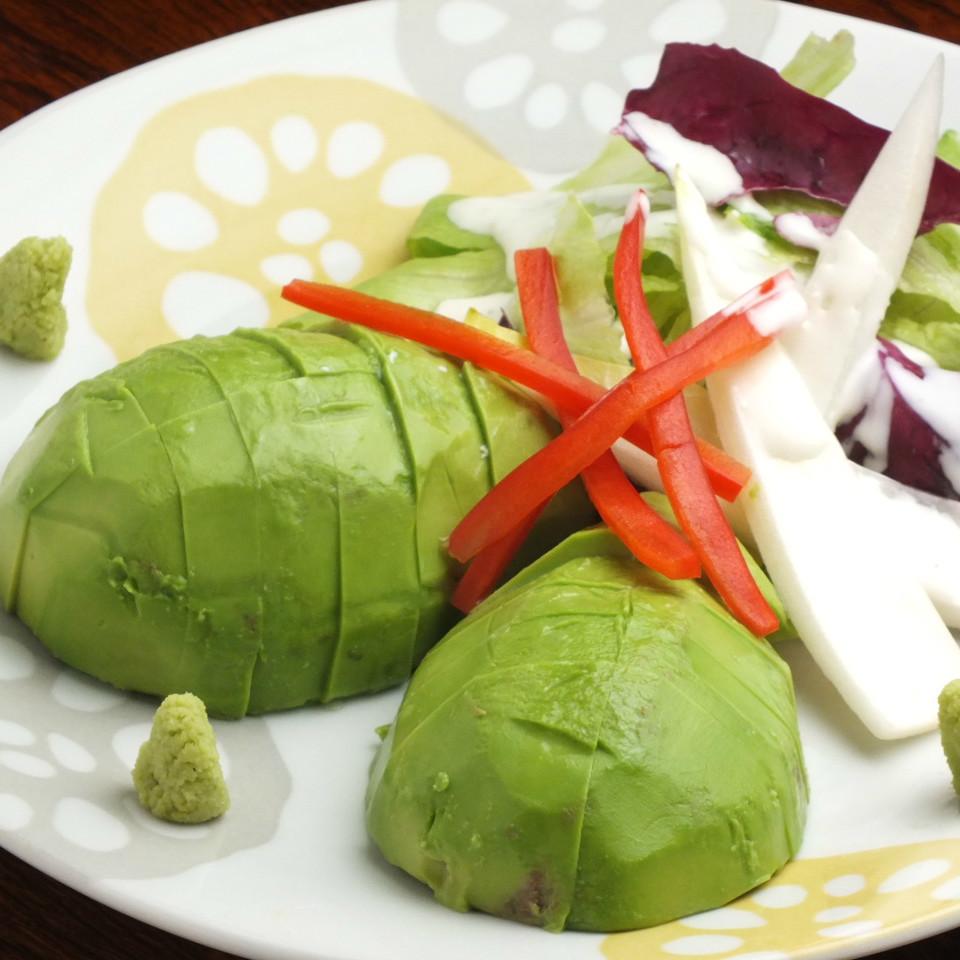 牛油果和绿色沙拉
