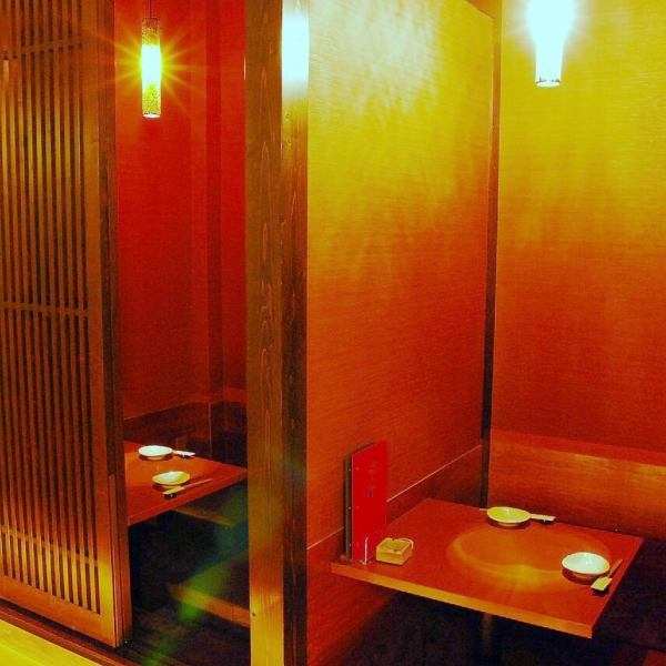 2名様から54名様までと、様々な個室空間をご用意。宴会向けの完全個室はもちろん、デート向けのカップル個室、コンパにも最適な円卓個室もあります。カップル席は、二人の距離がぐっと縮まること間違い無しです。