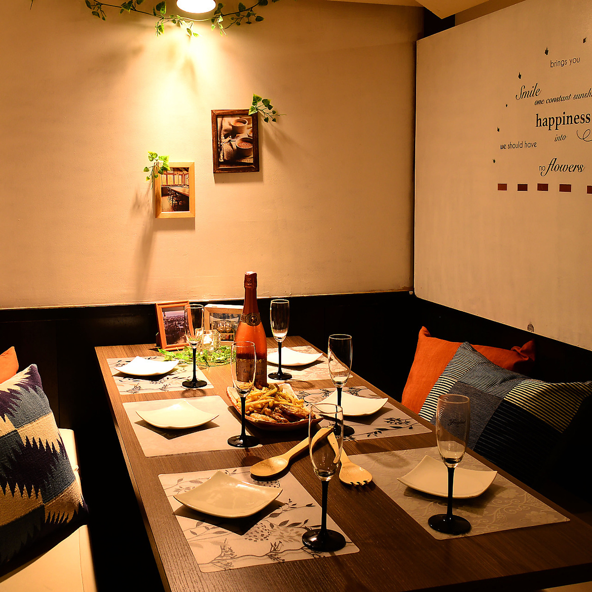 8 ~ 10 persons Private rooms at various banquets ◎ Comfortable lighting and Japanese space are comfortable and distance to important one will be close to ☆ When looking for an izakaya with an irritating wave, luxurious private room pub, Margo ~ marugo ~ To Namba shop ☆ 彡 ☆ 彡 【Namba Izakaya party girls' party drinking party birthday all you want all-you-can party welcome reception party year-end party cheese cheese Taccarbie】