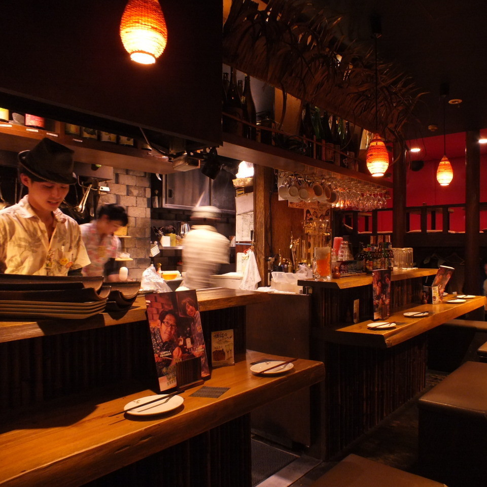 There is an open kitchen in the front ♪ Colors in every precious time with a serious look and a smiling face full of energy