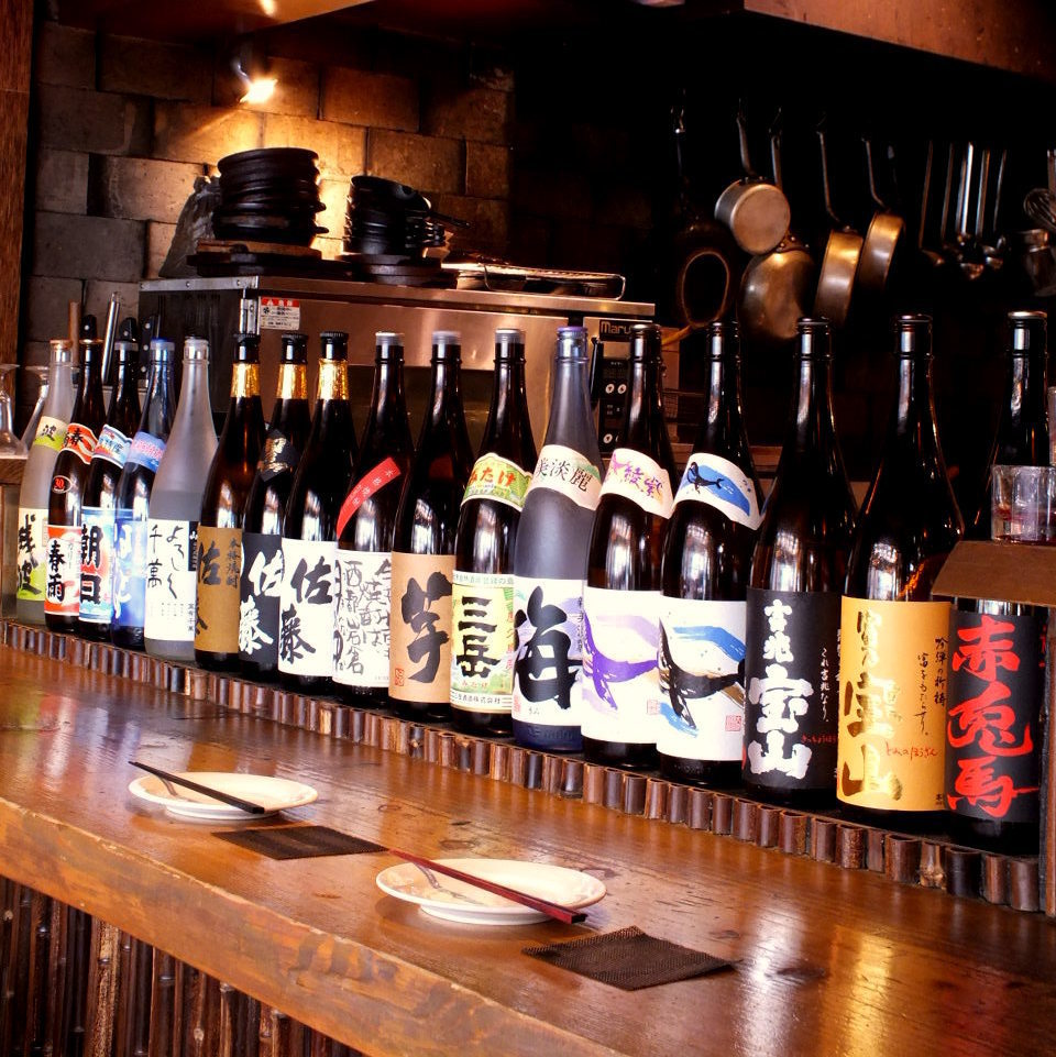 Shochu and local sake lineups line up at the counter! Recommended for men Still, sake, I have it all!