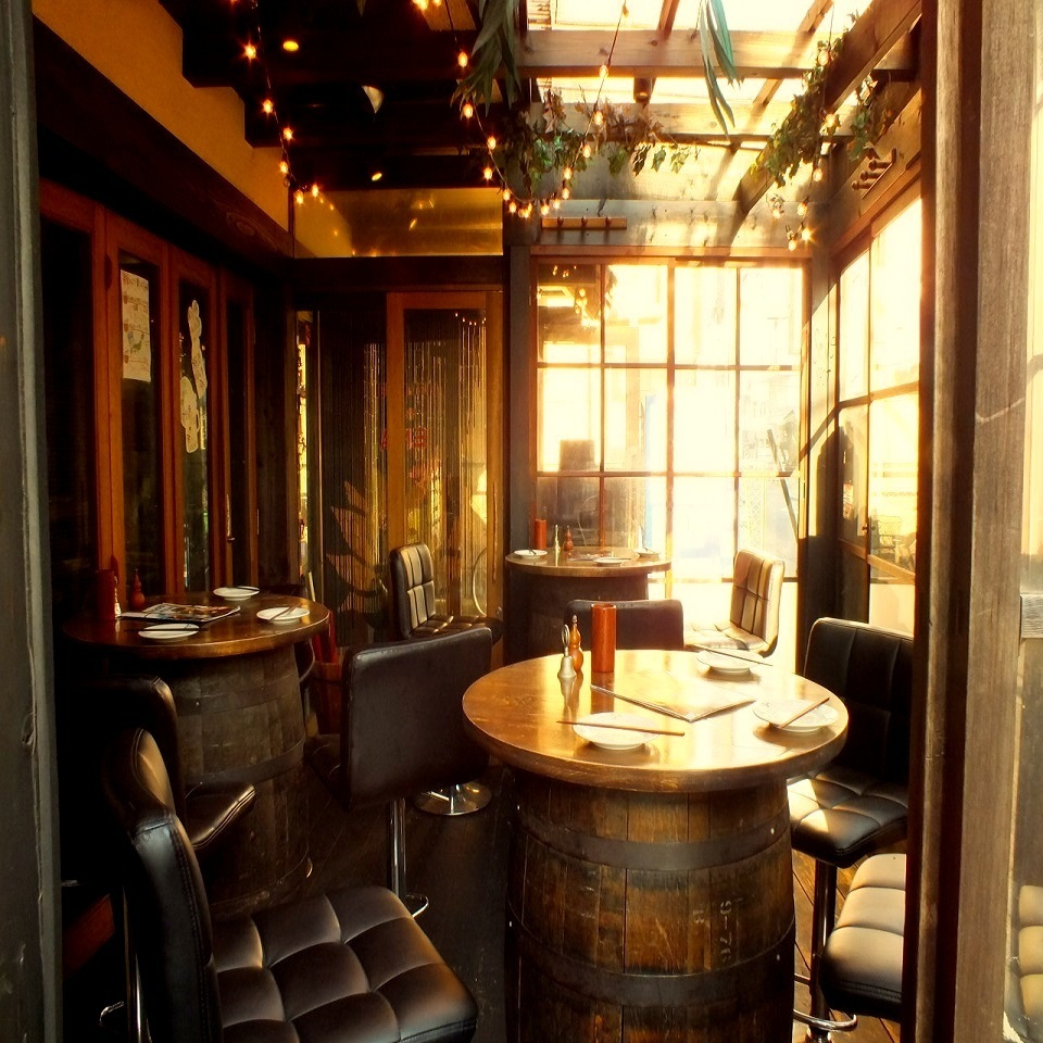 Stylish western style barrel table !!