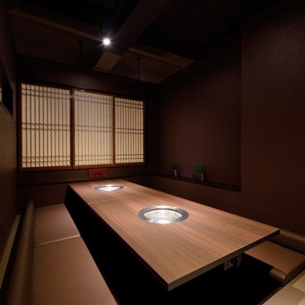 """请在宫古岛慢慢流动豪华的时间和""""Yakiniku Kako""""在精致平静的现代和平静的分室空间。"""