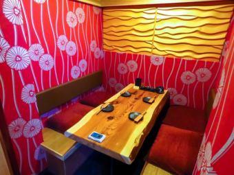 明るい雰囲気のテーブル個室もご用意しています!