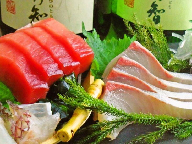 毎日市場から仕入れる新鮮な魚を食べられる!
