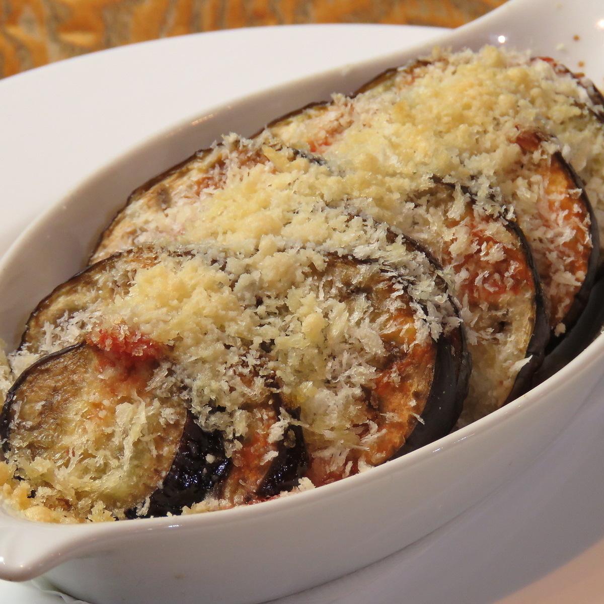 Eggplant with red wine and potato meat sauce gratin