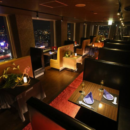Ideal for dating! Impressed by the night view of the 32nd floor as reflected on the screen of the movie!