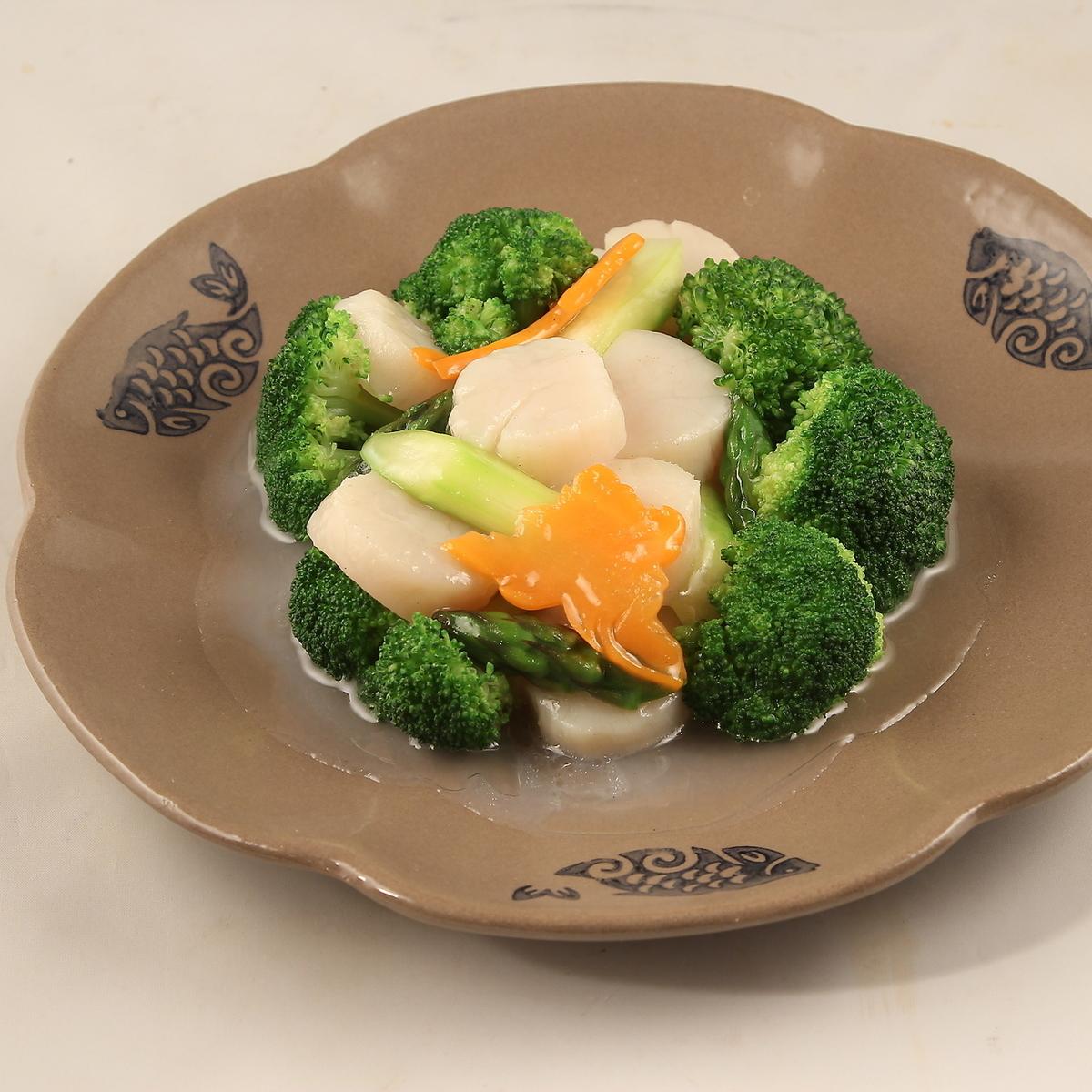 炒扇贝和鱿鱼西兰花
