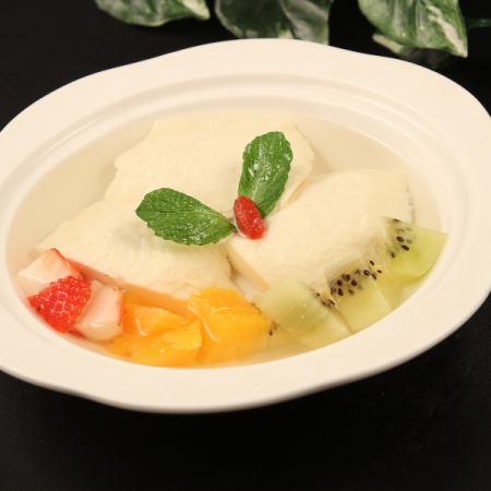 Hand made bean flower season with fruit / handmade bean flower with white ball · tapioca