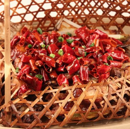 錦里特製ピリ辛鶏肉炒め<竹籠>